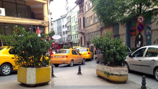 A single vehicle wide but two-way street in Istanbul